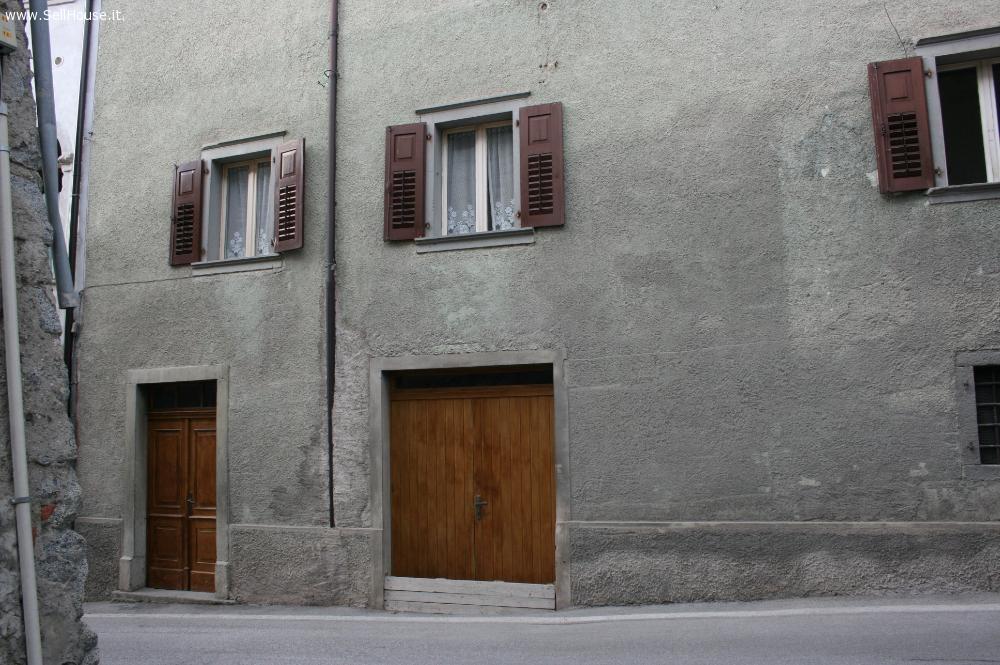 Annunci vendo rustico casale casa di tre piani con for Moderni piani di casa eco